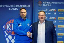 Benedikt Guðmundsson ásamt Hannesi S. Jónssyni, formanni KKÍ.