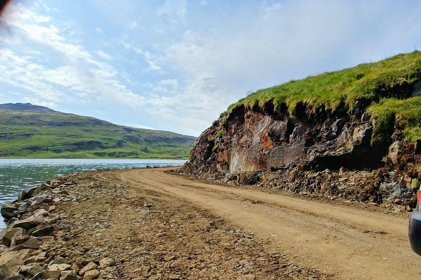 Framkvæmdir eru í biðstöðu í Seljanesi þar til niðurstaða samgönguráðuneytisins …