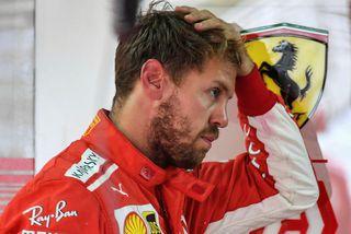 Sebastian Vettel milli aksturslota í Sao Paulo í dag.