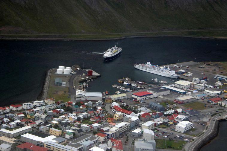 Flight to Ísafjörður