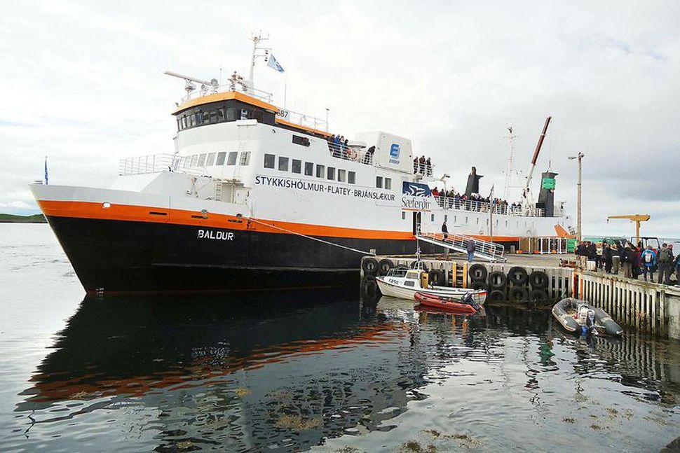 Breiðafjarðarferjan Baldur við bryggjuna sem talin er varasöm.
