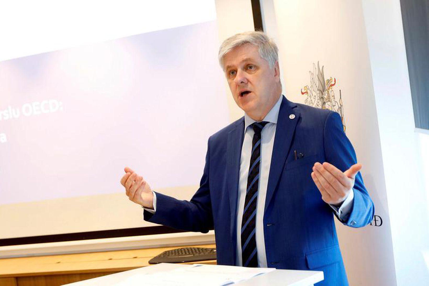 Fjármála- og efnahagsráðherra, Benedikt Jóhannesson.