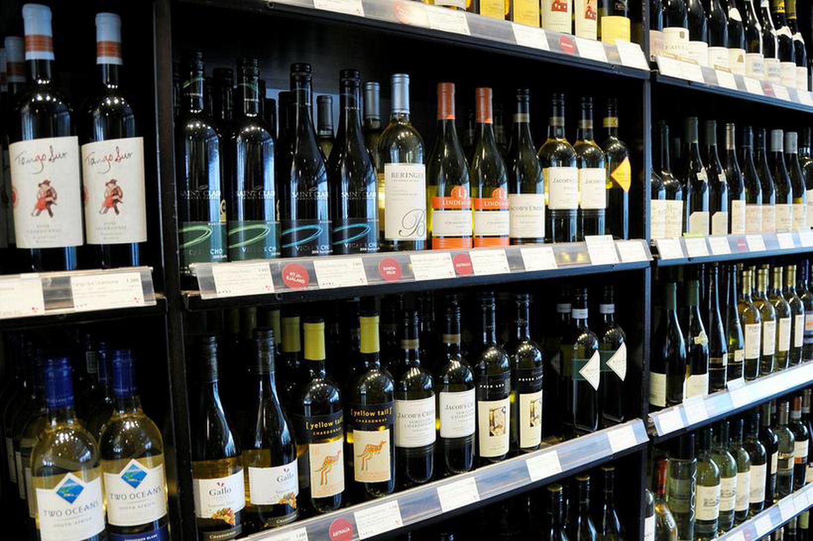 Bent er á að kaupa megi vín á netinu af …