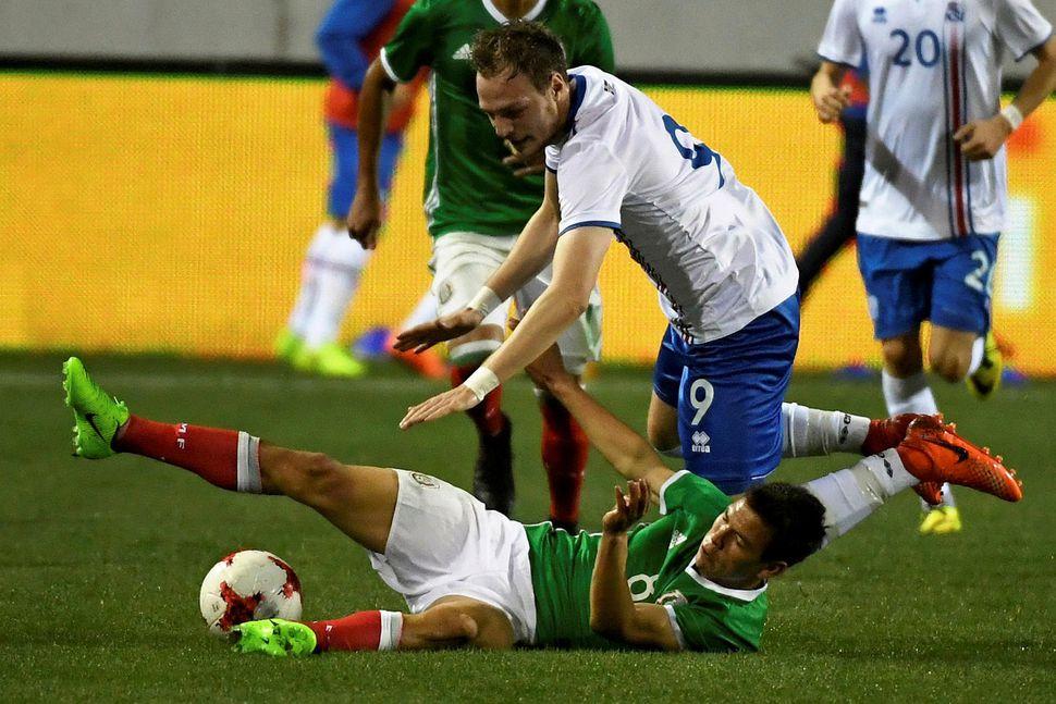 Aron Elís Þrándarson í vináttulandsleik gegn Mexíkó 2017.