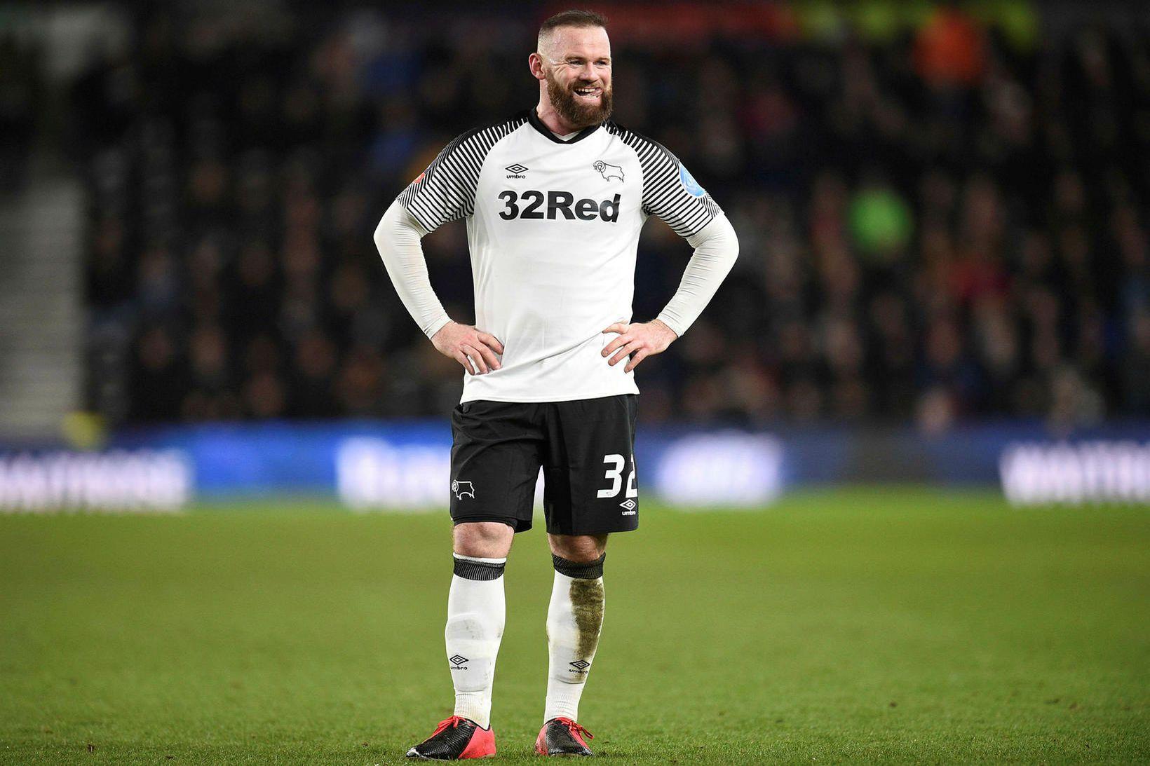 Wayne Rooney er spilandi þjálfari hjá Derby County um þessar …