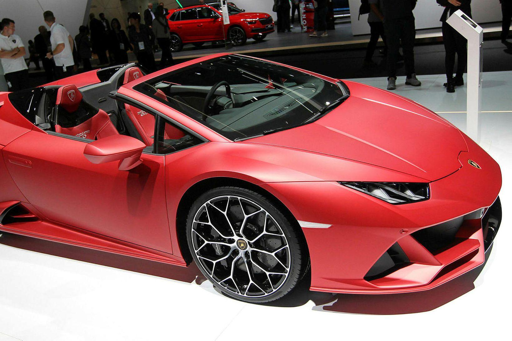 Lamborghini Huracan Evo Spyder á bílasýningunni í Frankfurt í haust.