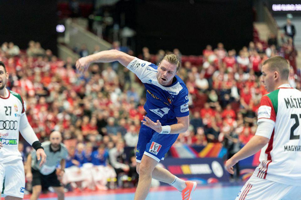 Aron Pálmarsson lætur vaða.