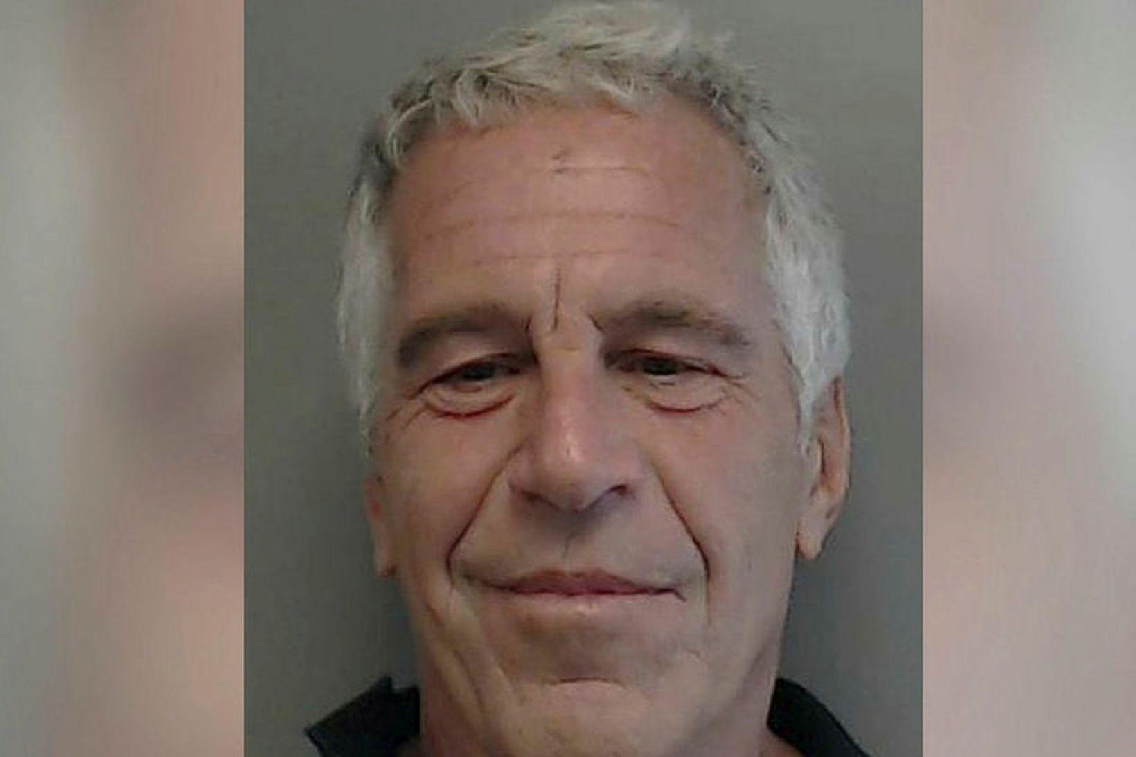 Jeffrey Epstein notaði að sögn lak í fangaklefa sínum til …