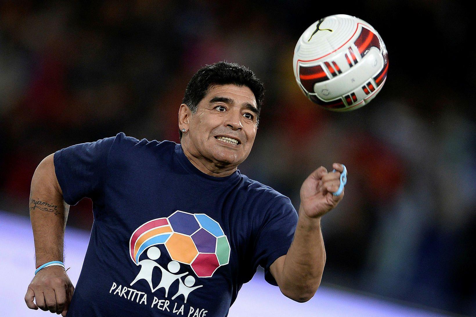 Diego Armando Maradona lést á heimili sínu í gær en …