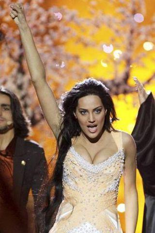 Eva Rivas frá Armeníu þykir nú sigurstrangleg í Eurovision söngvakeppninni ...