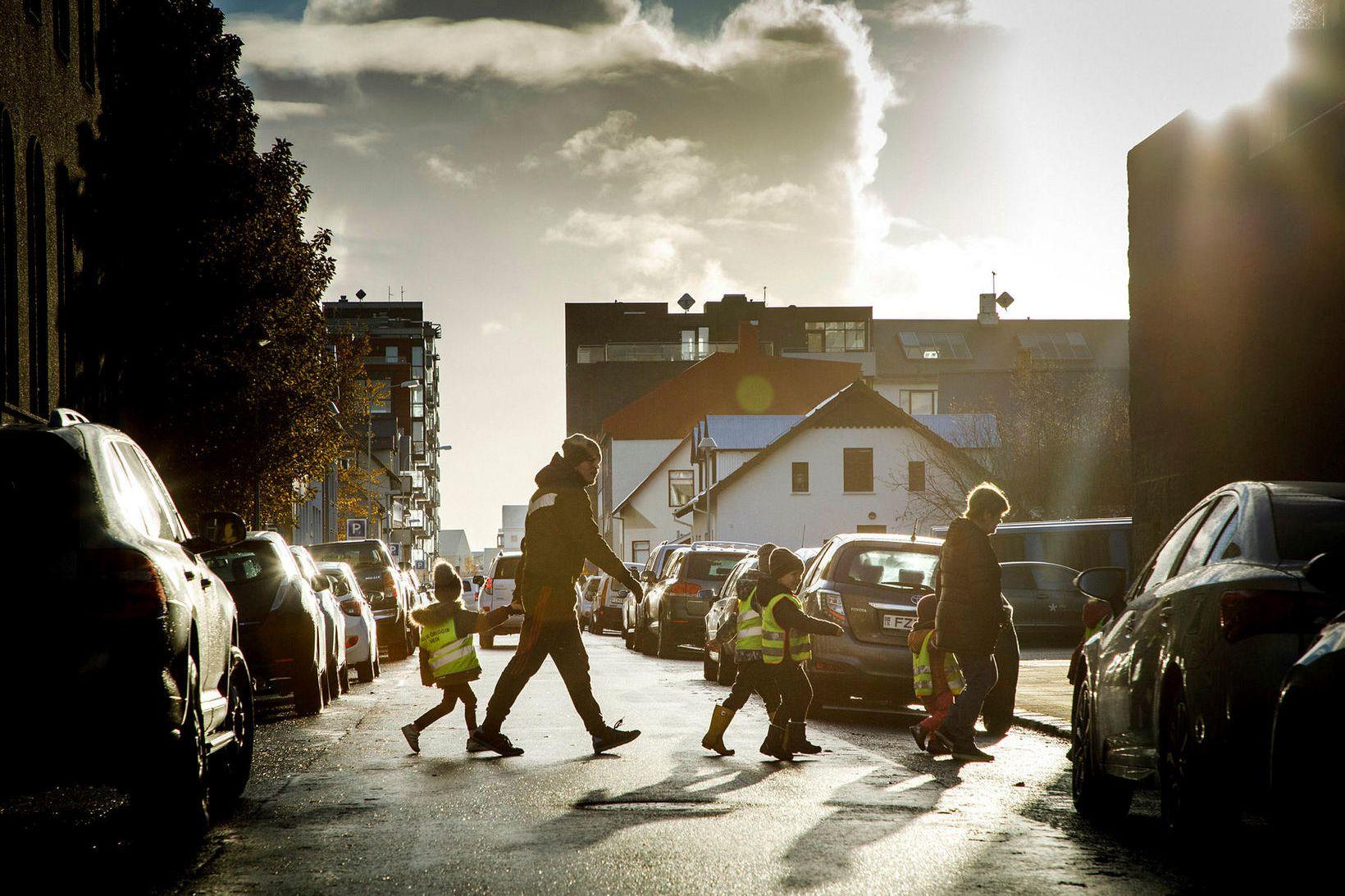 Kvenréttindafélag Íslands leggur til að í stað þess að skerða …