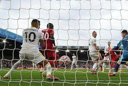 Fabinho skorar fyrir Liverpool gegn Leeds United í ensku úrvalsdeildinni í síðasta mánuði. Raphinha (nr. …