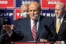 Rudy Giuliani á blaðamannafundi 7. nóvember.