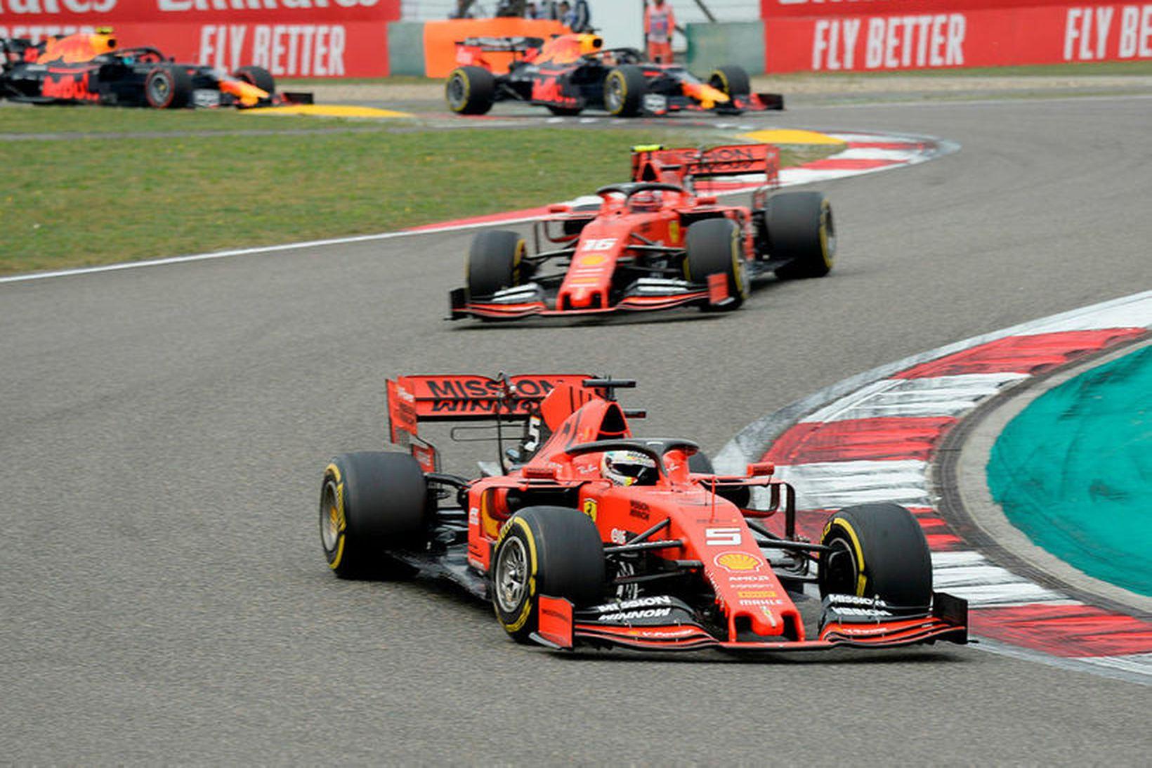 Sebastian Vettel (nær) og Charles Leclerc á ferð eftir að …