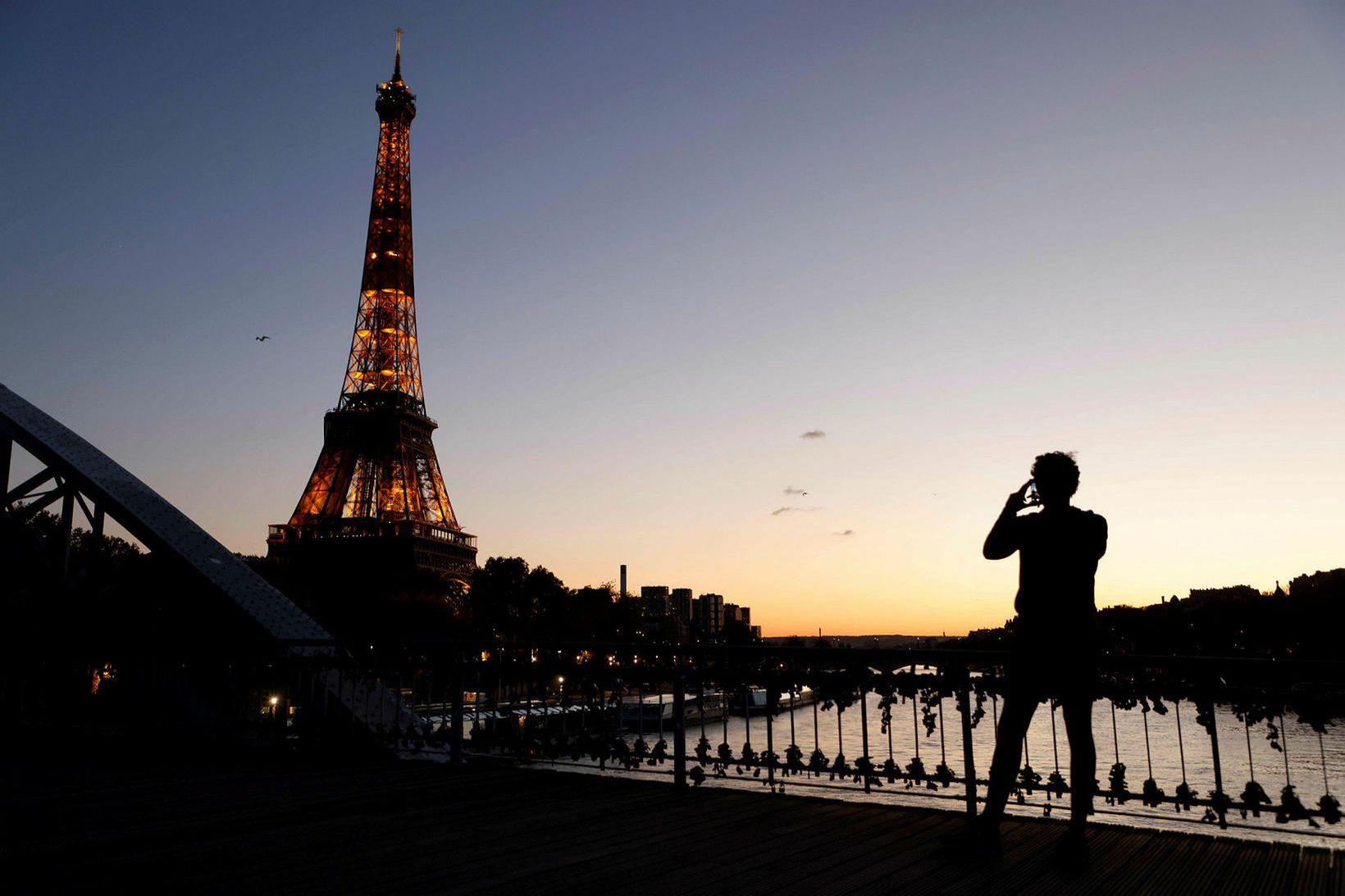 París er ein af þremur dýrustu borgum í heimi.