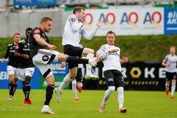 Hólmar Örn Eyjólfsson miðvörður Rosenborg, Björn Daníel Sverrisson og Steven Lennon í fyrri leiknum í …