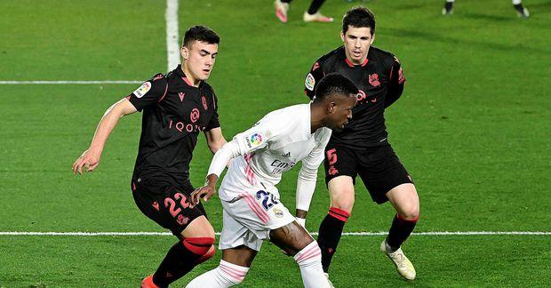 Vinicius Junior sækir að marki Real Sociedad í leiknum í kvöld. Hann jafnaði metin undir …
