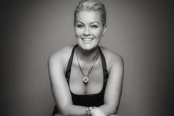 Íris Björk Tanya Jónsdóttir selur Víðimelinn.