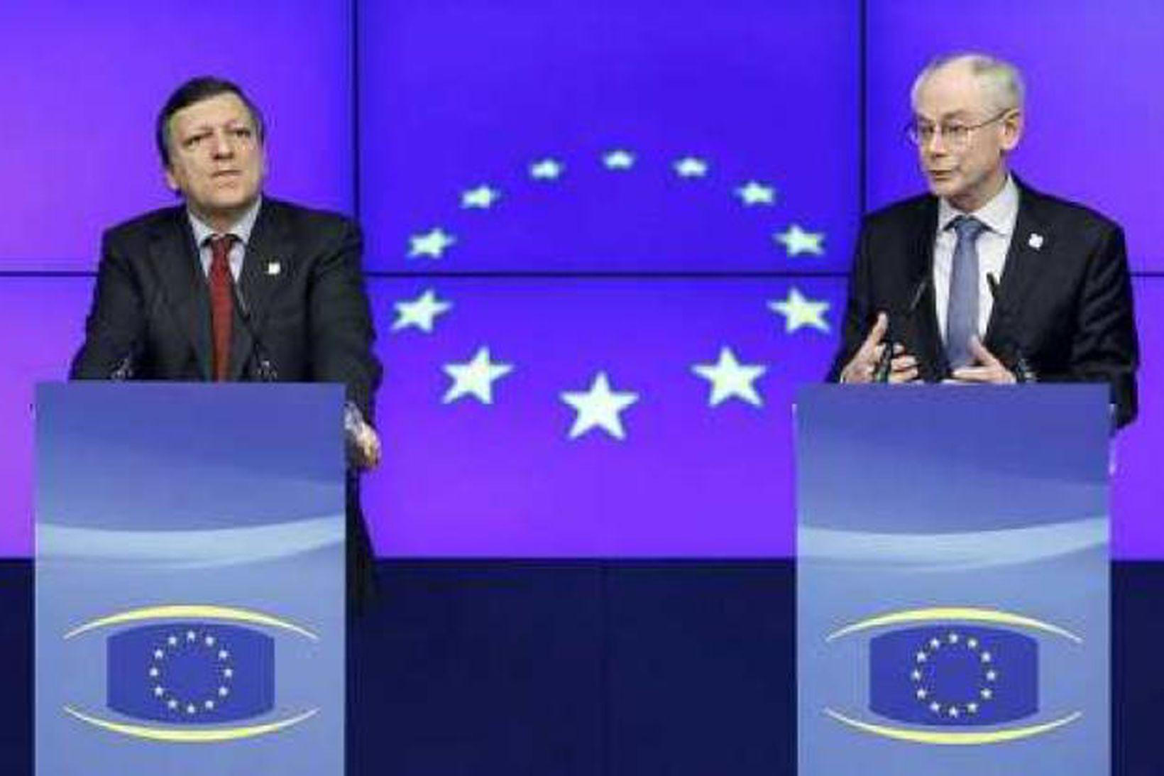 José Manuel Barroso (v), forseti framkvæmdstjórnar ESB og Herman van …