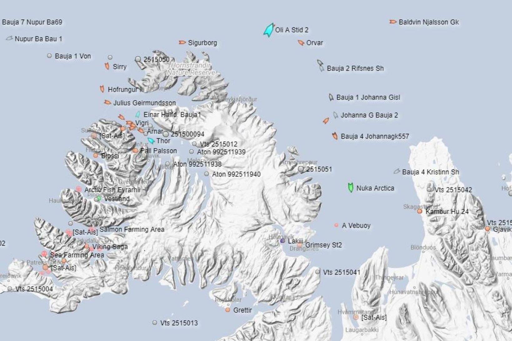 Nuka Arctica bíður nú af sér veðrið á Húnaflóa.