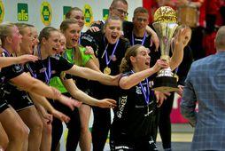 Martha Hermannsdóttir með Íslandsbikarinn 2021.