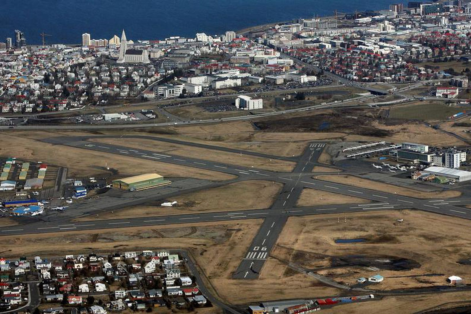 Píratar í Reykjavík leggja til að miðstöð innanlandsflugs flytjist úr …