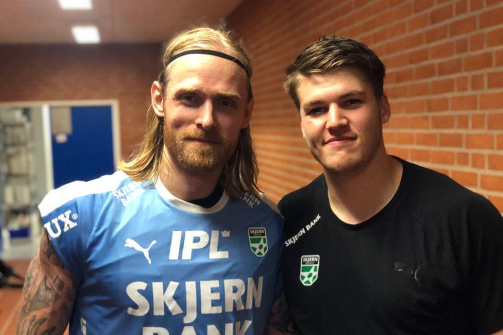 Björgvin Páll og Elvar Örn kátir eftir leik.