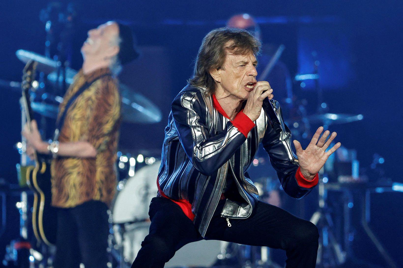 Frá tónleikum Stones í september. Jagger með mígrafónin og í …