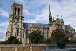 Dómkirkjan Notre Dame í október 2018. Hanastyttan sat á toppi turnspírunnar sem hrundi í eldsvoðanum.