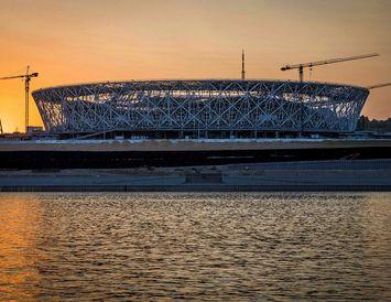FIFA gerir kröfu um að lágmarki 35.000 sæti á völlunum. Völlurinn í Volgograd tekur 45.568 ...