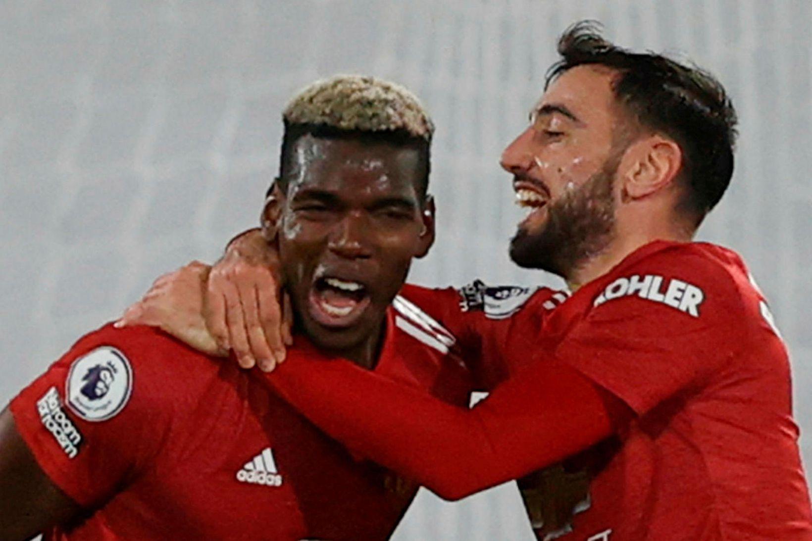 Paul Pogba og Bruno Fernandes fagna marki þess fyrrnefnda í …