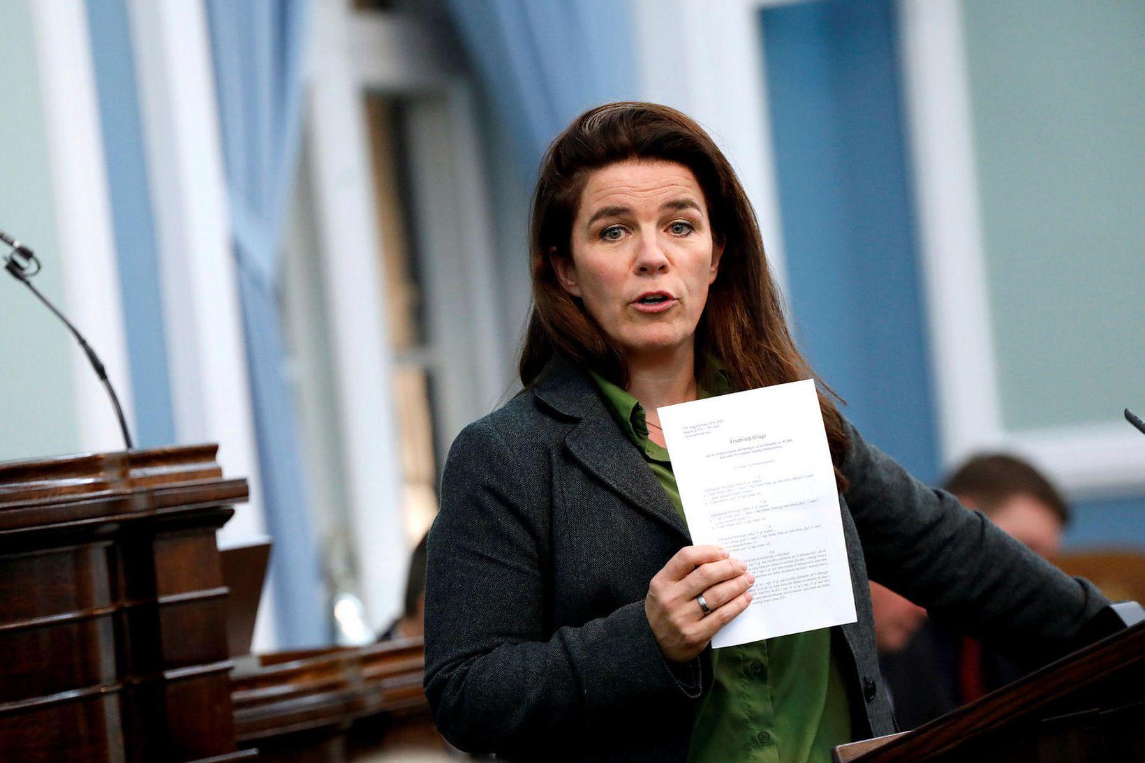 Helga Vala Helgadóttir gagnrýndi sóttvarnayfirvöld á þinginu í dag.