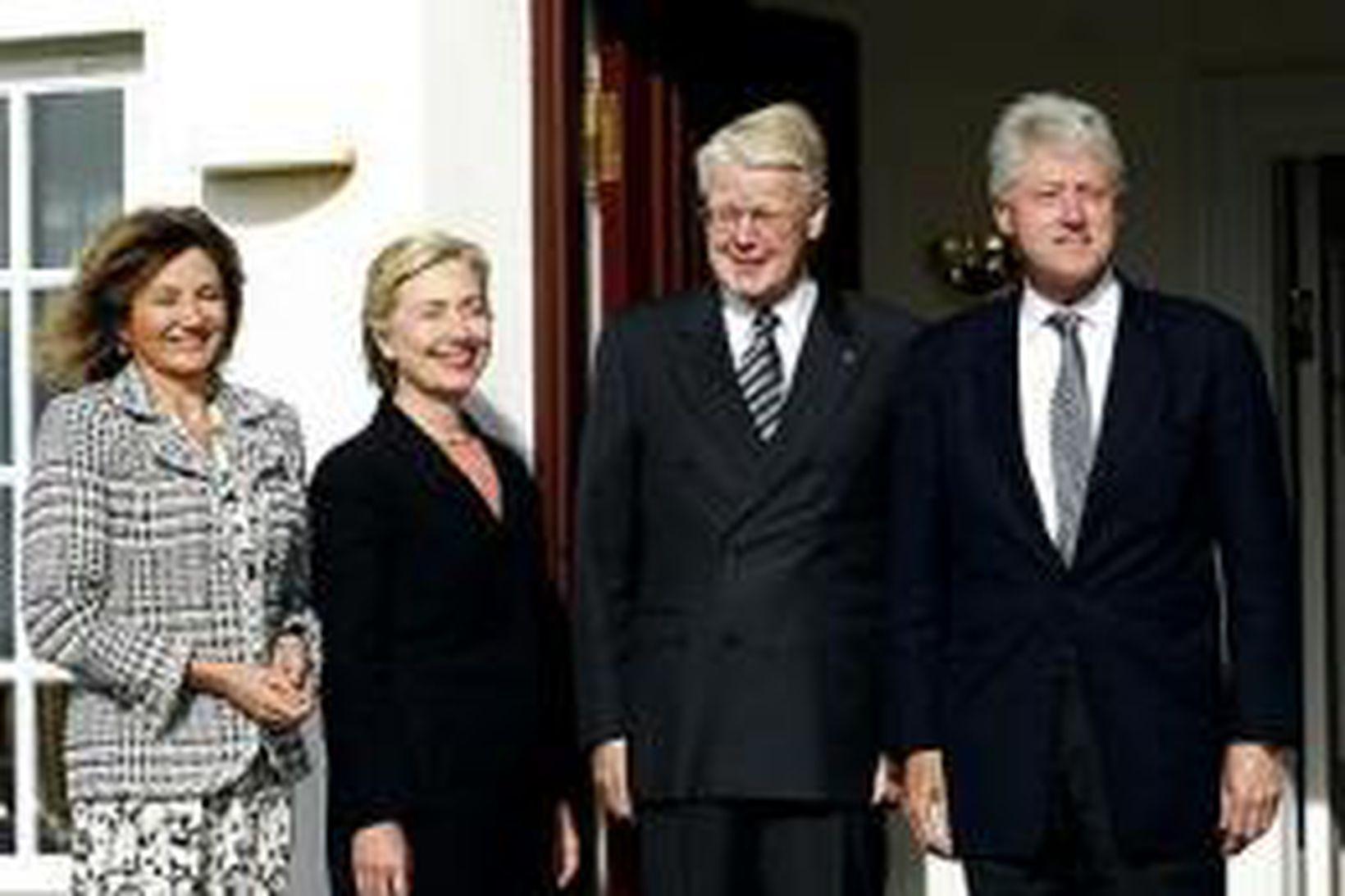 Bill og Hillary Clinton ásamt Ólafi Ragnari Grímssyni og Dorrit …