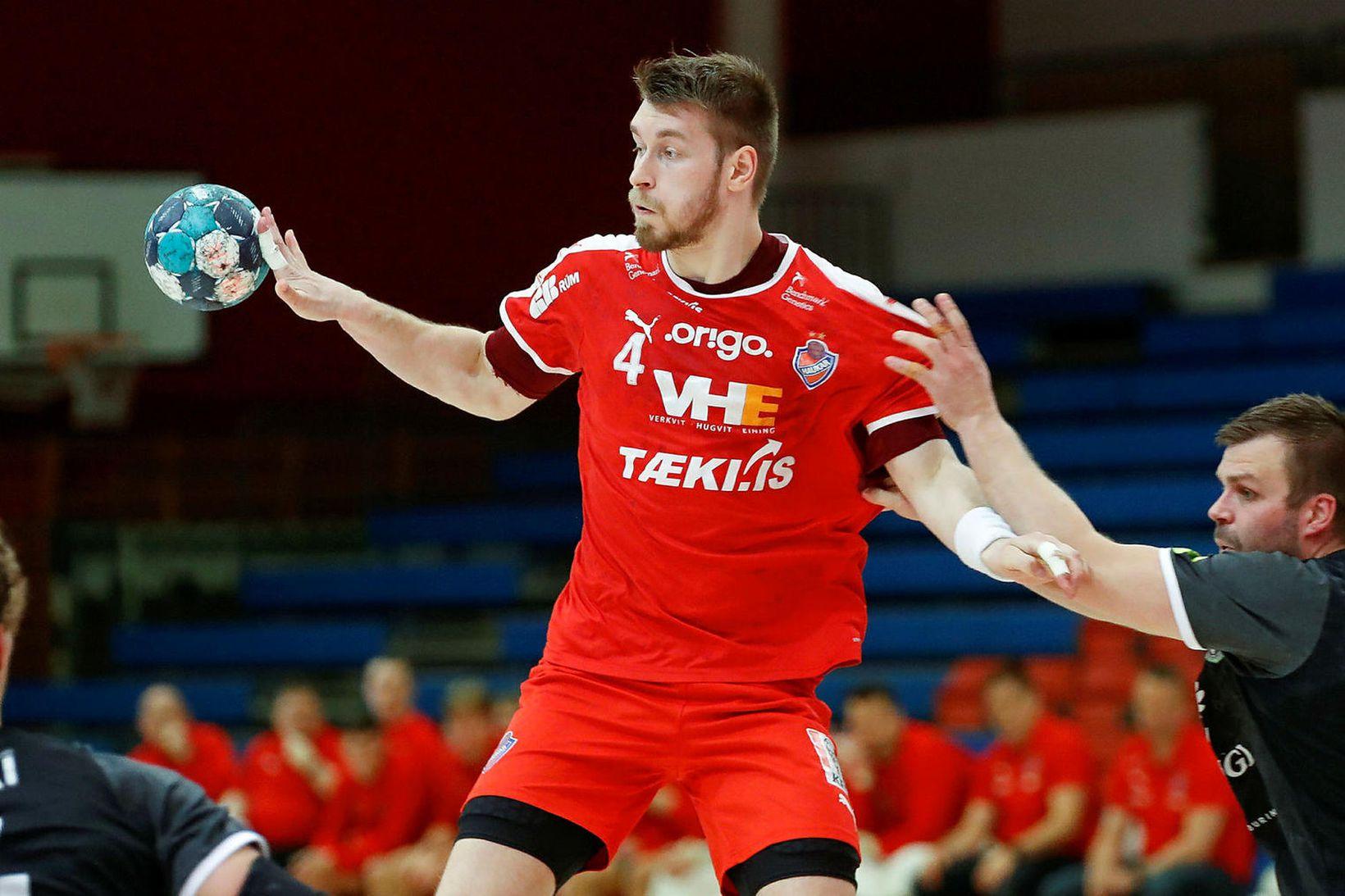Adam Haukur Baumruk skoraði 6 mörk fyrir Hauka í kvöld.