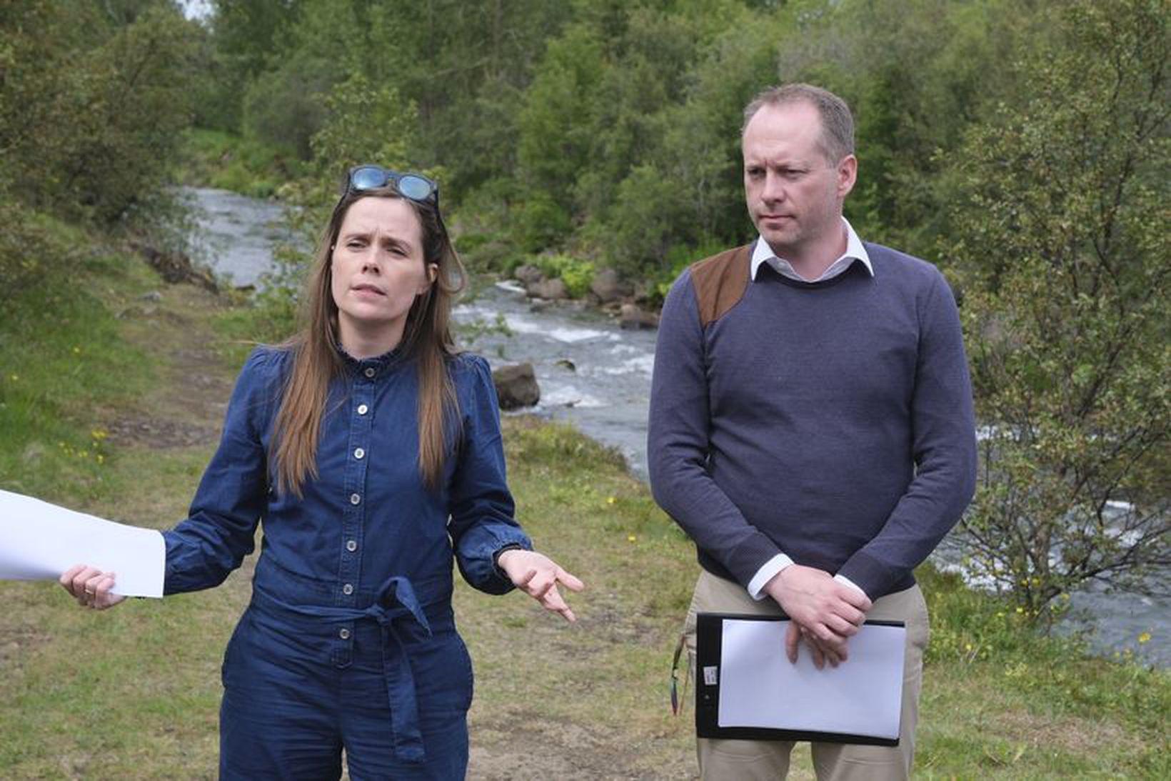Guðmundur Ingi Guðbrandsson, umhverfis- og auðlindaráðherra og Katrín Jakobsdóttir forsætisráðherra …