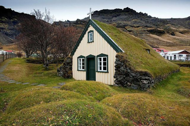 Want To Learn How Build An Icelandic Turf House