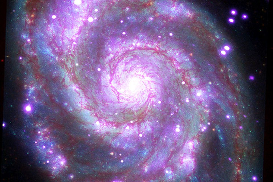 Messier 51 er þyrilstjörnuþoka eins og Vetrarbrautin okkar í um 30 milljón ljósára fjarlægð frá …