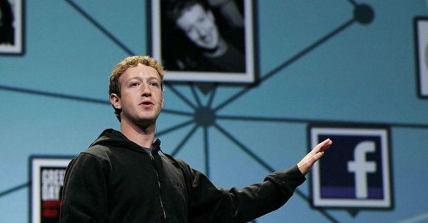 Dætur Mark Zuckerberg læra að forrita með pabba.