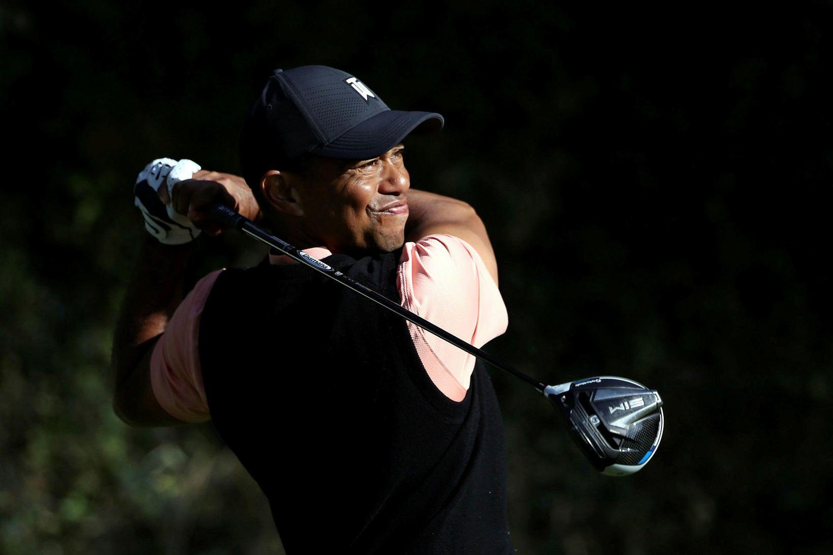 Tiger Woods á þrettándu holunni á Pacific Palisades-vellinum.