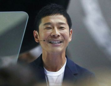 Yusaka Maezawa, japanskur milljarðamæringur, hefur verið valinn af Elon Musk, forstjóra SpaceX, til að verða ...