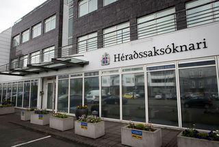 Héraðssaksóknari hefur gefið út ákæru á hendur manninum fyrir brot gegn barnungum syni sínum.