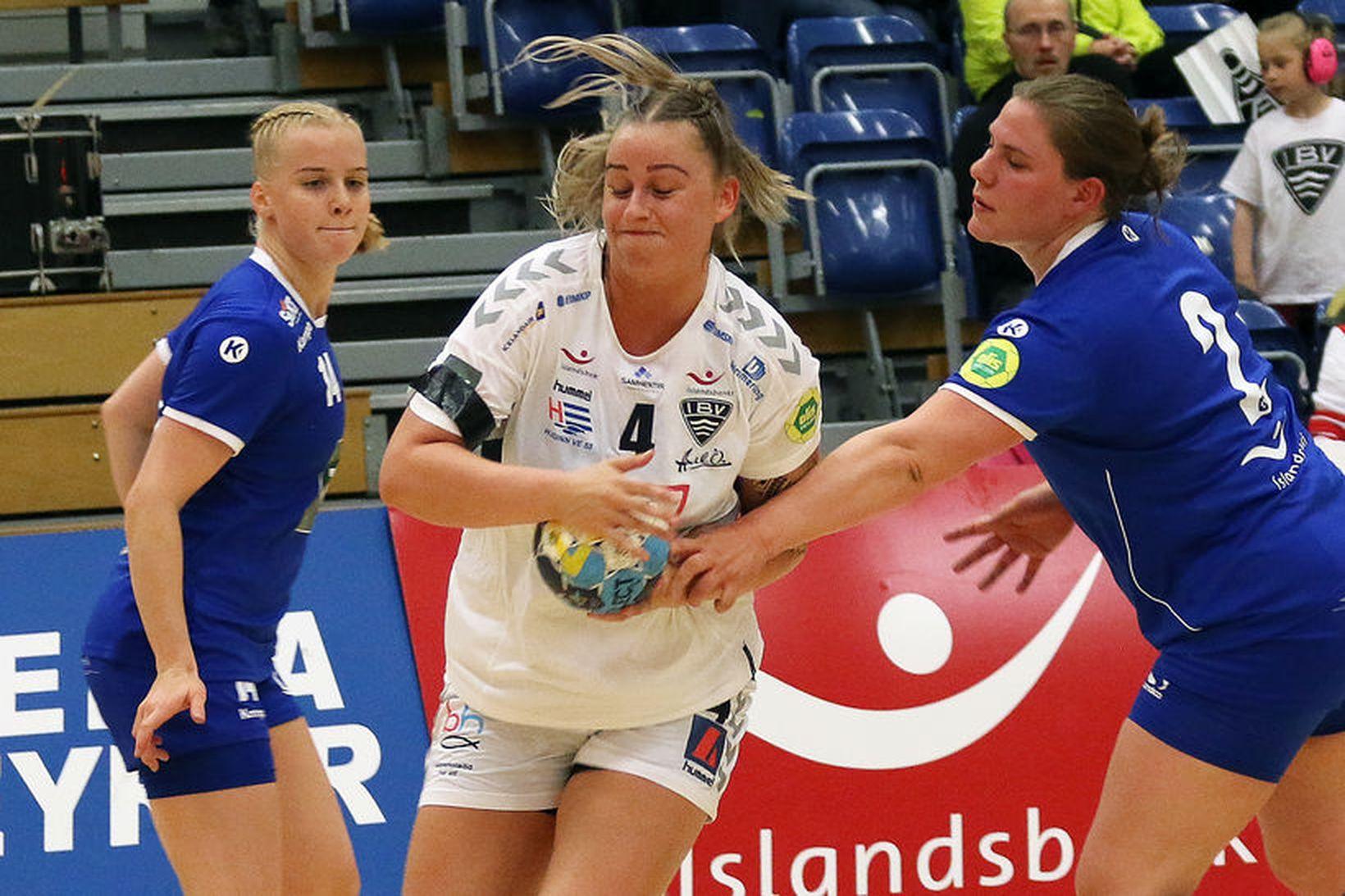 Sandra Dís Sigurðardóttir er hér komin í gegnum vörn Stjörnunnar …
