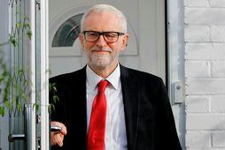Corbyn yfirgefur heimili sitt í norðurhluta London.