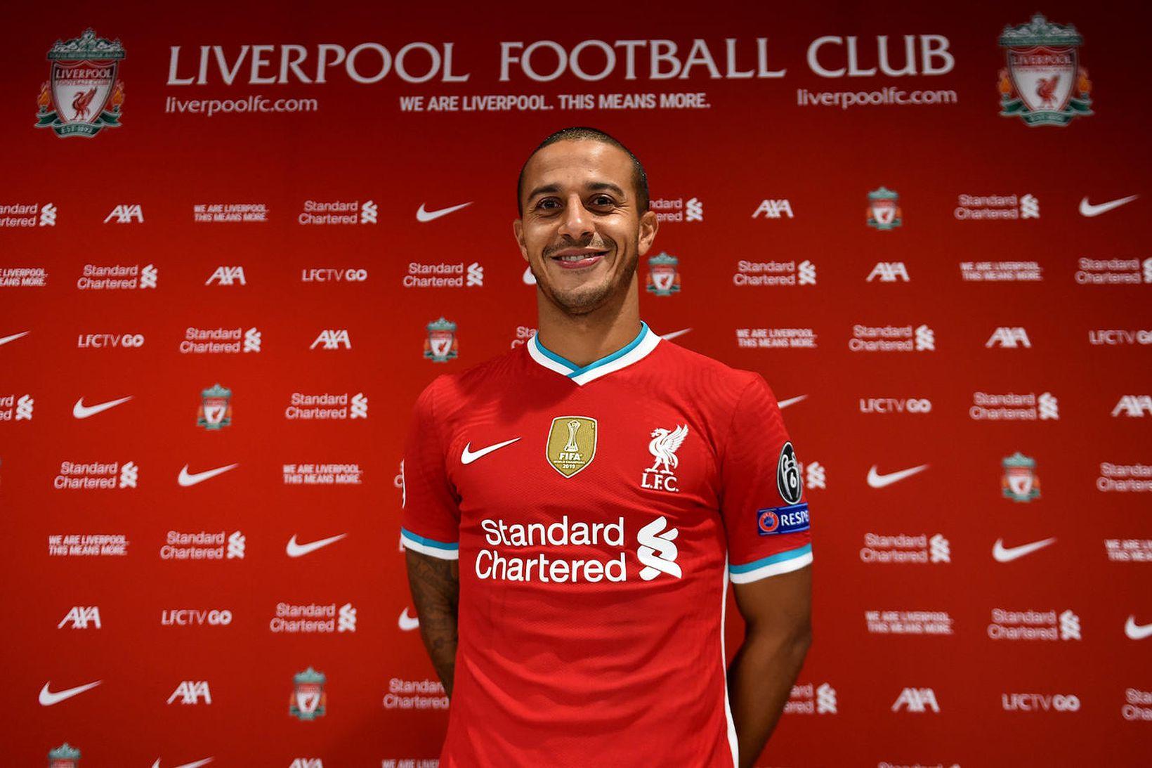 Thiago Alcantara í búningi Liverpool í dag.