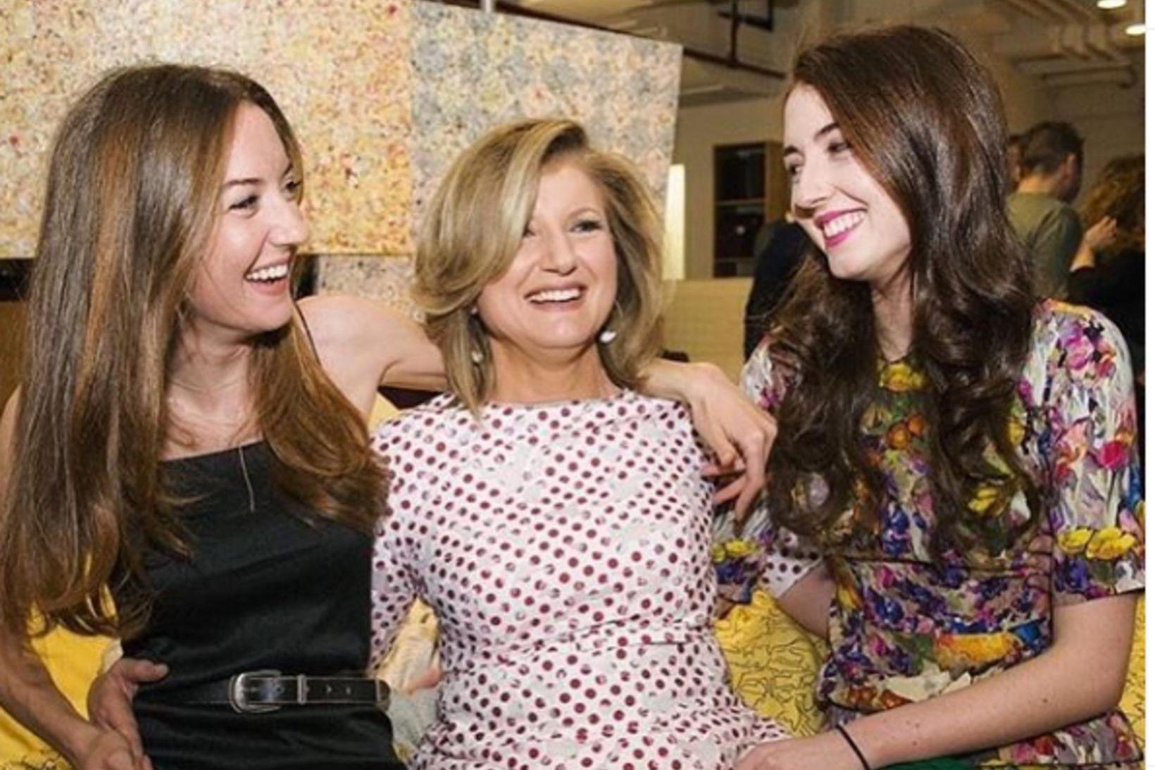 Arianna Huffington ásamt dætrum sínum þeim Christina og Isabellu.