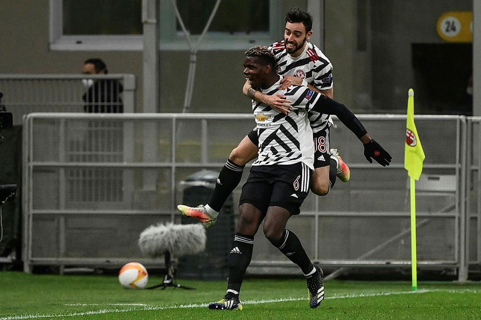 Paul Pogba og Bruno Fernandes fagna saman.