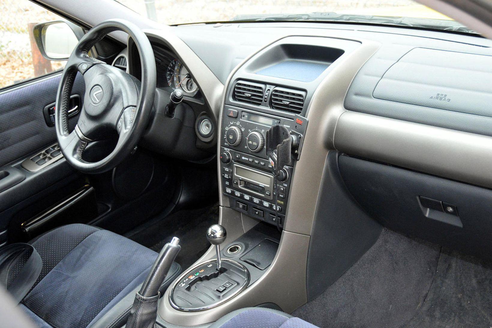 Bíllinn var af gerðinni Lexus IS300.