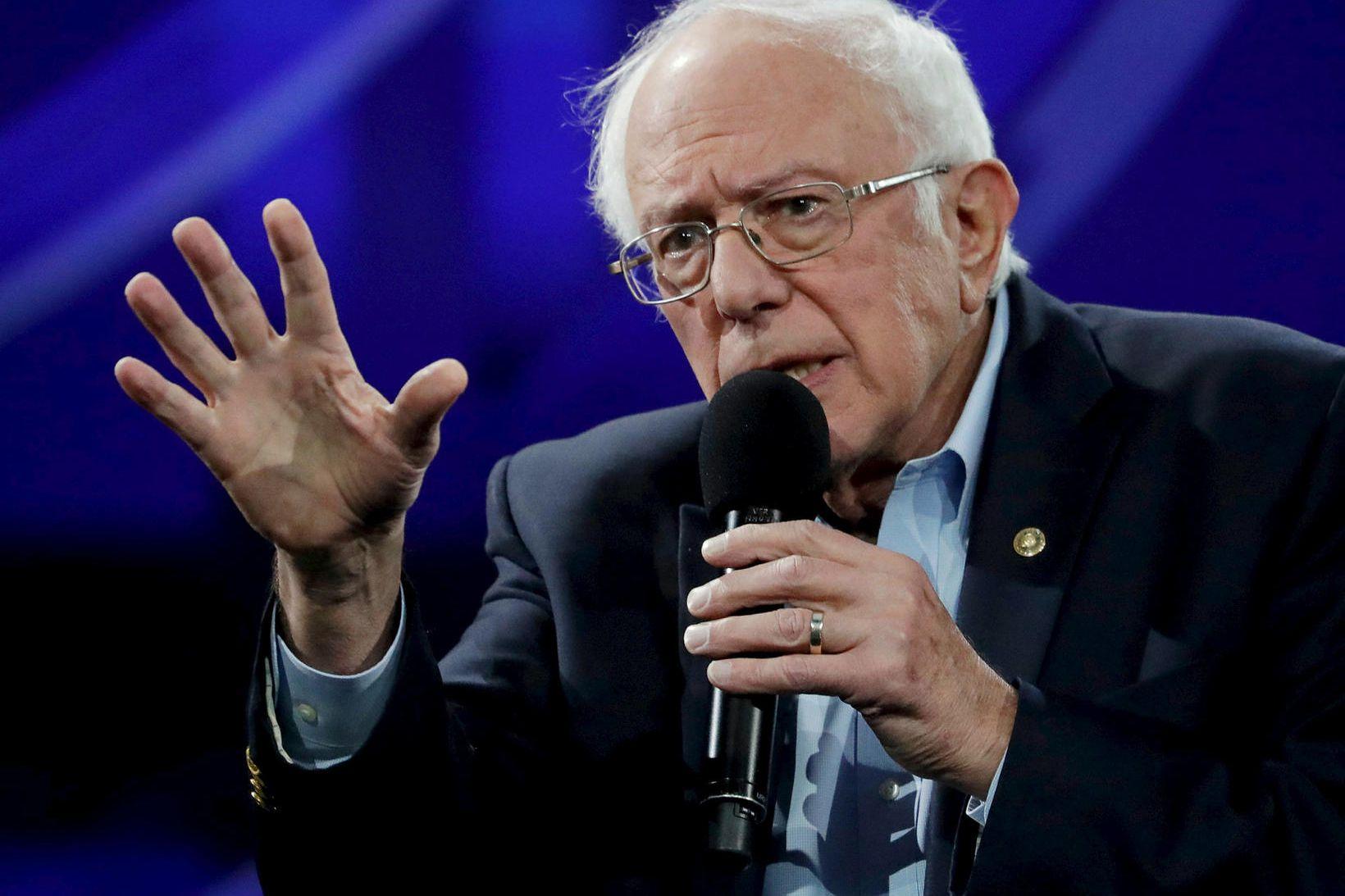 Forsetaframbjóðandinn Bernie Sanders segir kröfuna um hækkun lágmarkslauna ekki fela …
