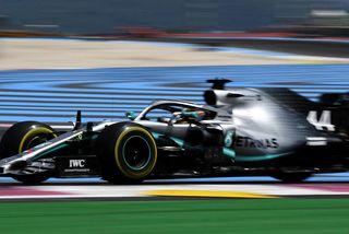 Lewis Hamilton hélt forystunni af ráspól og allalleið í mark í Paul Ricard brautinni við ...