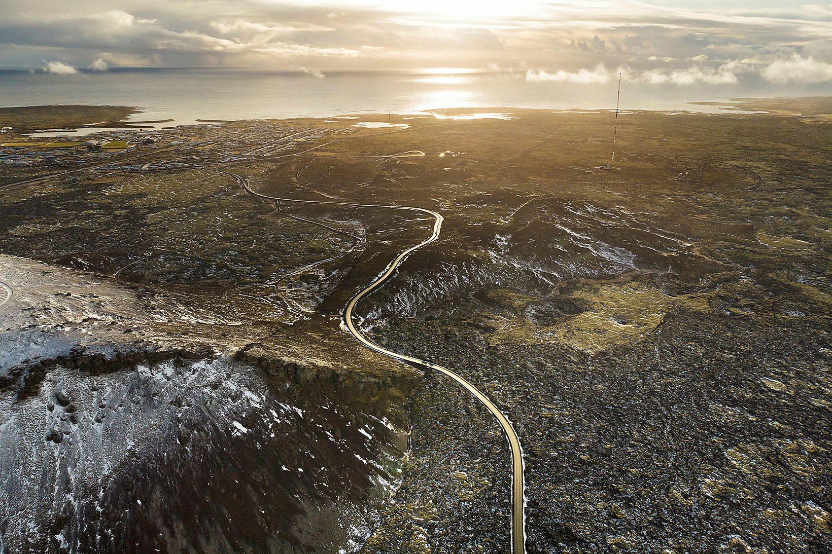 Skjálftinn var við Grindavík, en þar hefur land risið undanfarið …